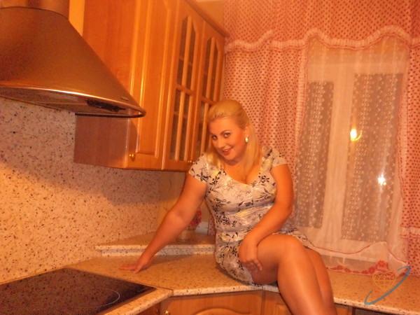 Грудастая блондинка изменяет мужу с соседом